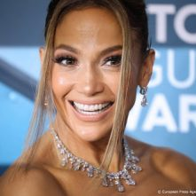 Jennifer Lopez viert 20-jarig bestaan Love don't cost a thing