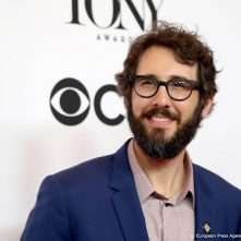 Josh Groban zingt voor Joe Biden's asielhond Major