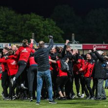 Volksfeest van supporters Go Ahead Eagles in Deventer na promotie