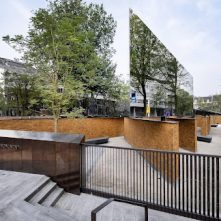 Koning onthult Holocaust Namenmonument in Amsterdam